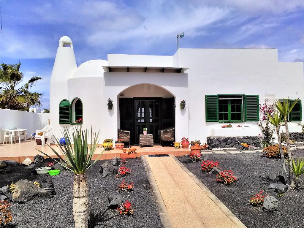 2 bed Detached home in Playa Blanca, Lanzarote...
