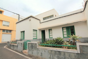 6 bed semi detached house for sale in Canary Islands...
