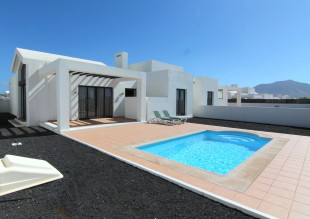 2 bed semi detached property in Canary Islands...