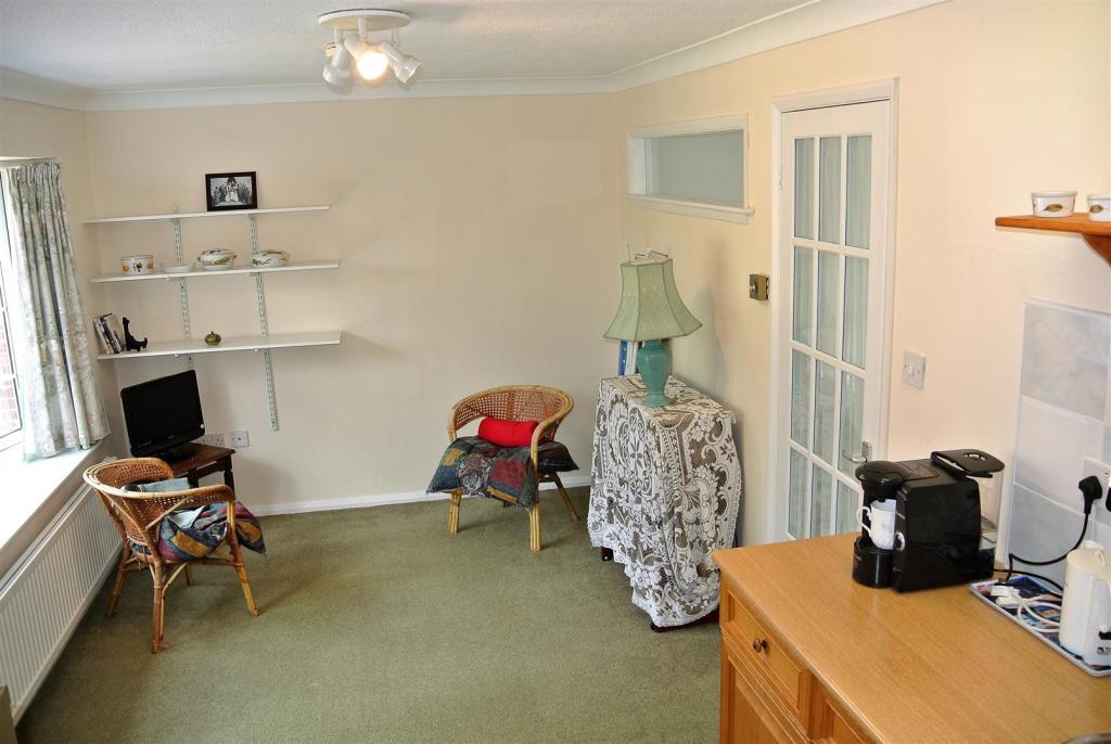 Annexe Living Room.J