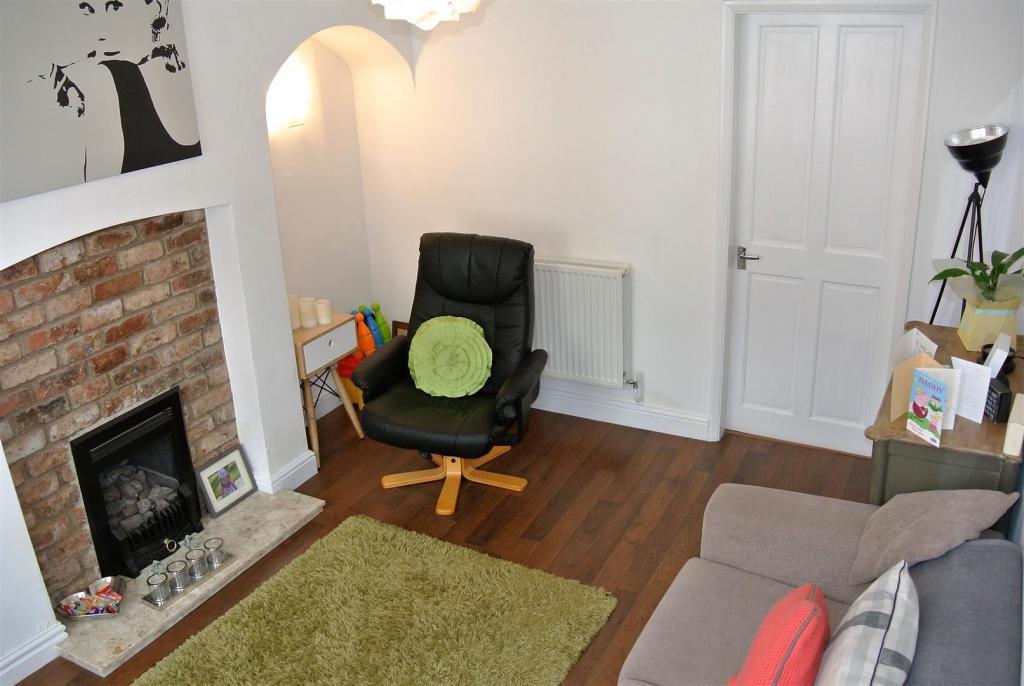 Living Room alt.JPG
