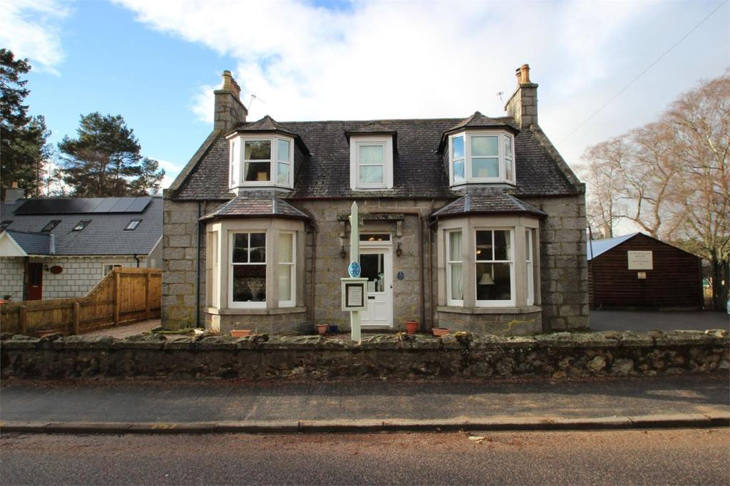 8 bedroom detached house for sale in schiehallion guest for 8 bedroom house for sale