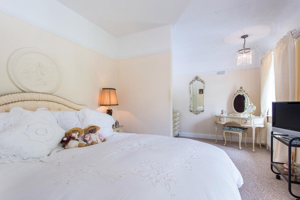 Bedroom/Dressing Roo