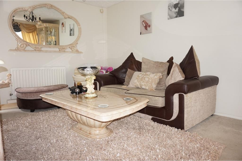 3 bedroom end of terrace house for sale in reculver walk for Living room c o maidstone