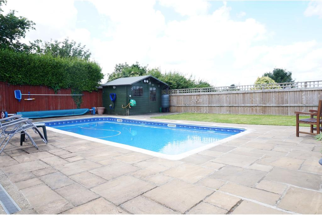 3 Bedroom Detached Bungalow For Sale In Scarborough Drive Minster On Sea Sheerness Me12 Me12