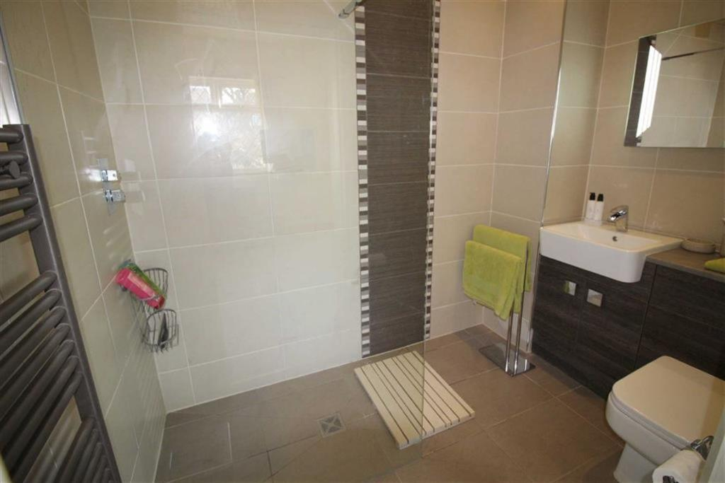 EN-SUITE/ WET ROOM