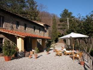 3 bed Country House for sale in Tuscany, Pistoia, Pescia