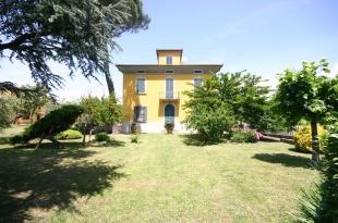 5 bed Villa for sale in Tuscany, Pistoia, Pistoia