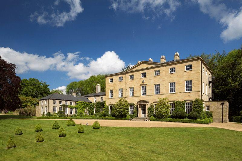 8 bedroom country house for sale in the mansion for Country mansion for sale