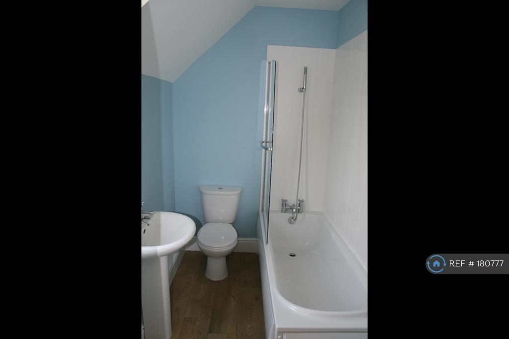 Single En -Suite Bathroom