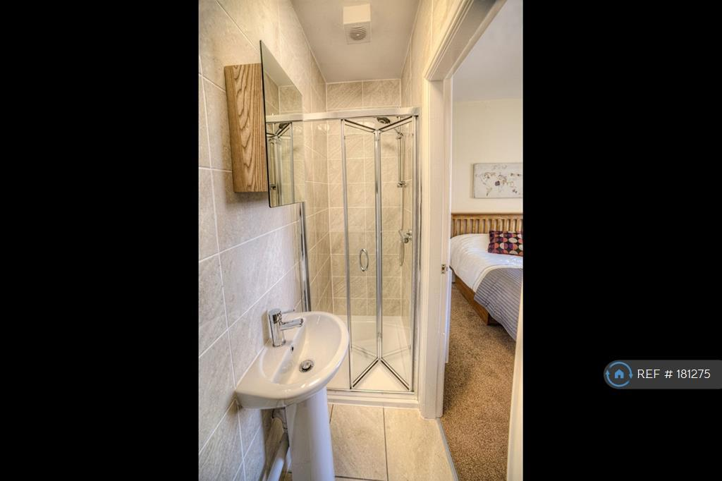 Ensuite For Your Sole Use!