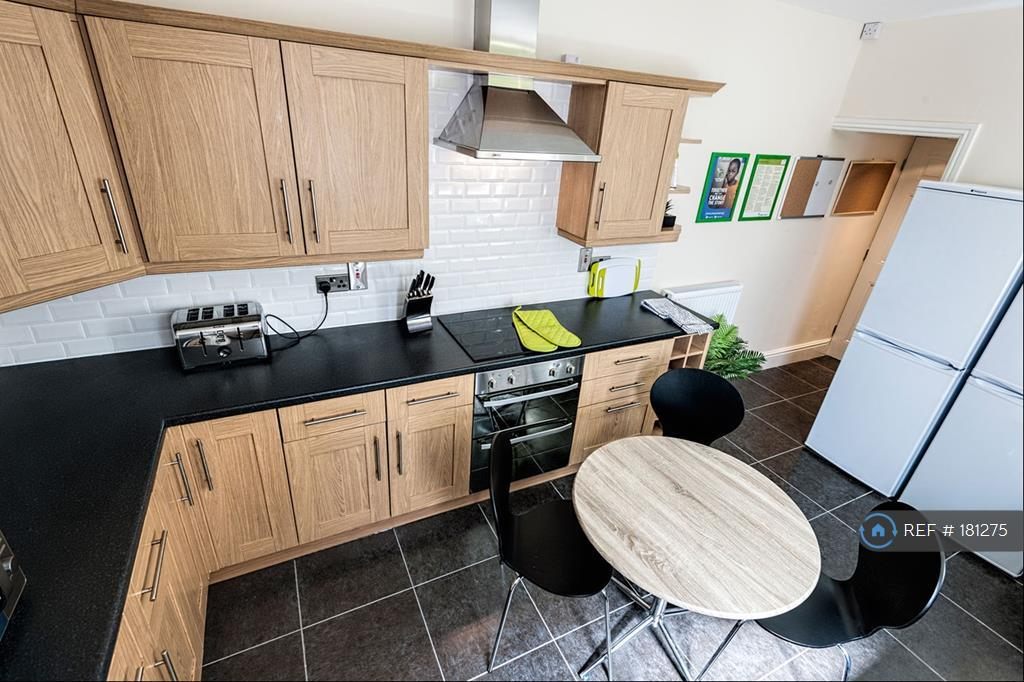 Beautiful Well-Equipped Kitchen With All Mod Cons