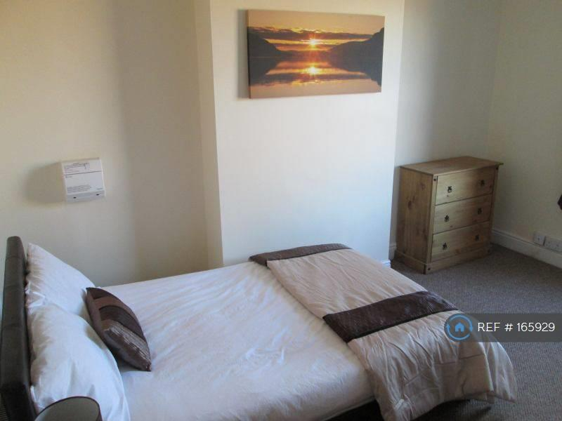 Great En-Suite Double Room Available