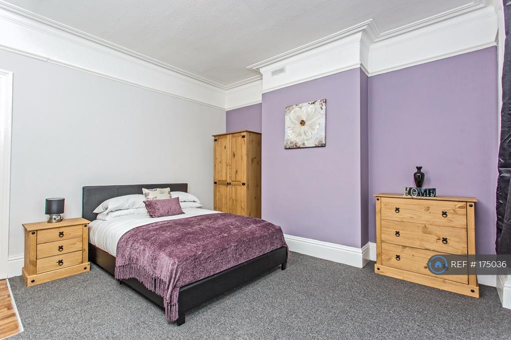 Large 1st Floor Double Room With En-Suite
