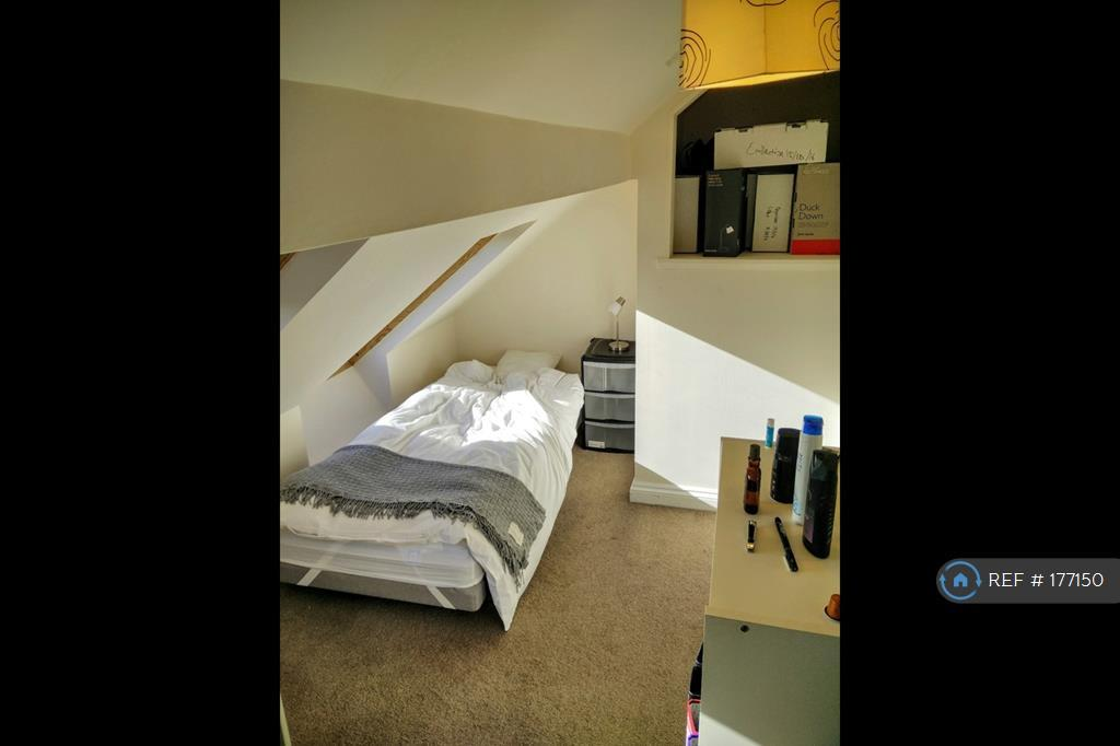 (5) Plenty Of Storage And En Suite Shower Room