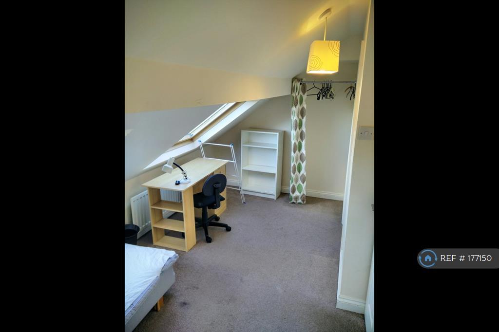 (6) Plenty Of Storage And En Suite Shower Room