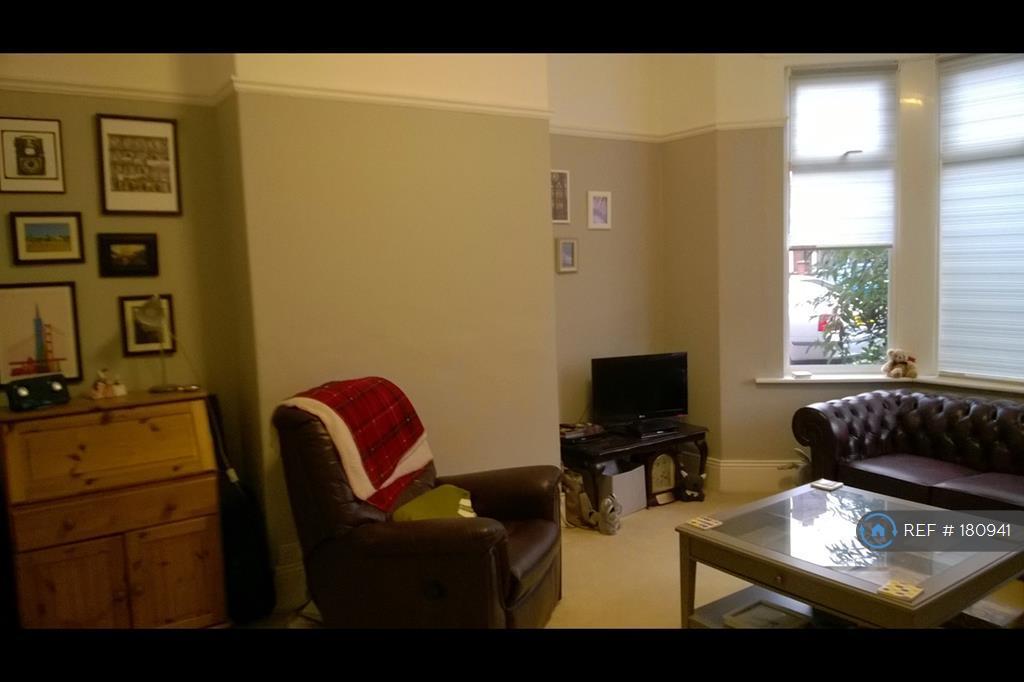 Bedroom 1/Living Room