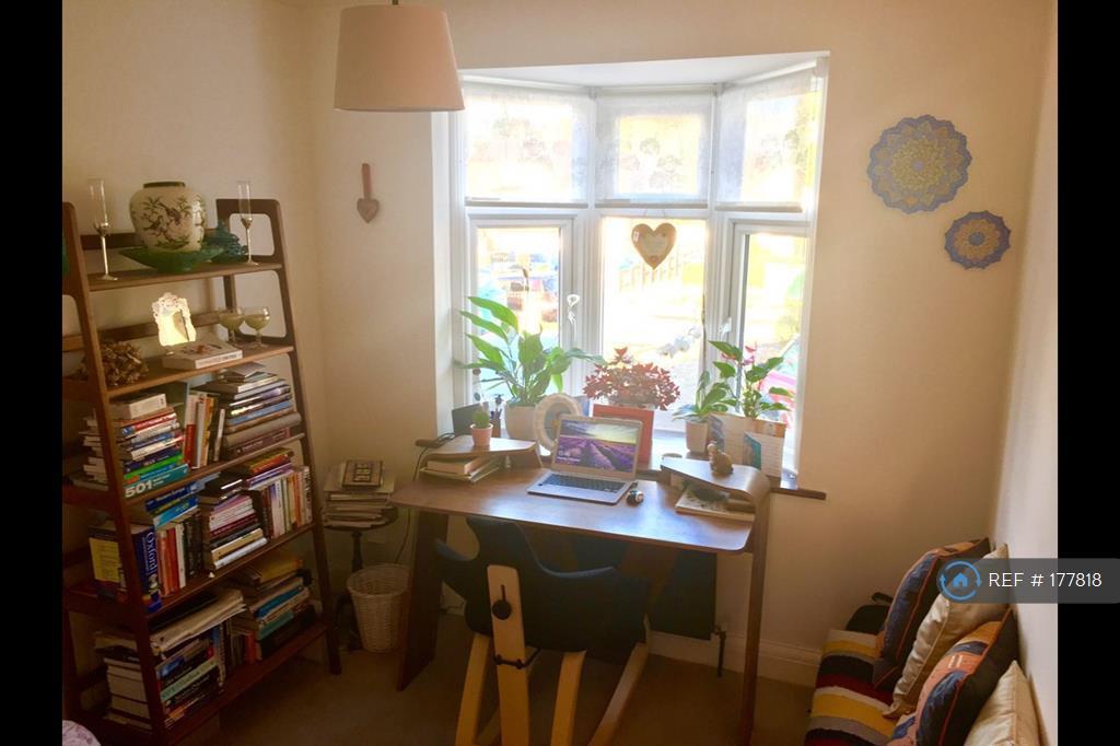 Small Bedroom / Study