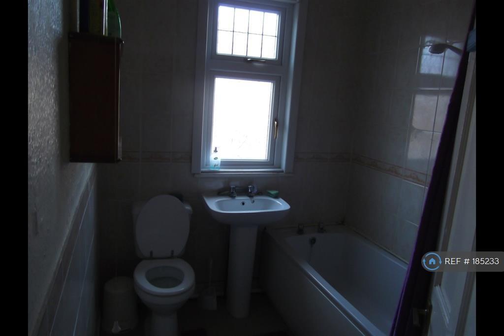 Bathroom With Bath/ Electric Shower
