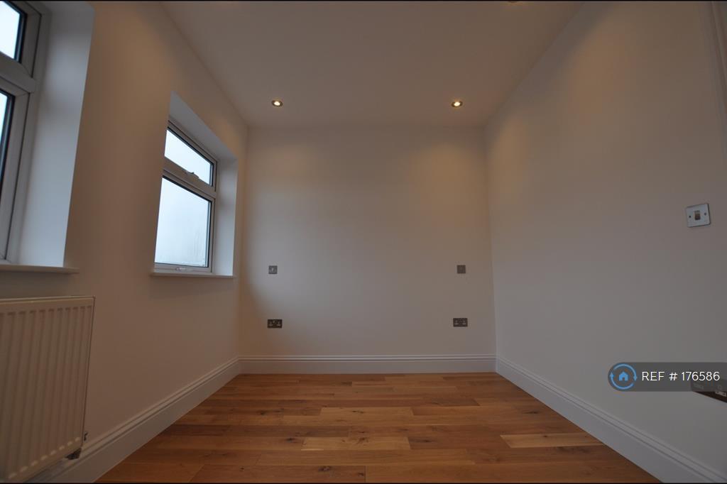 Spacious Single Room