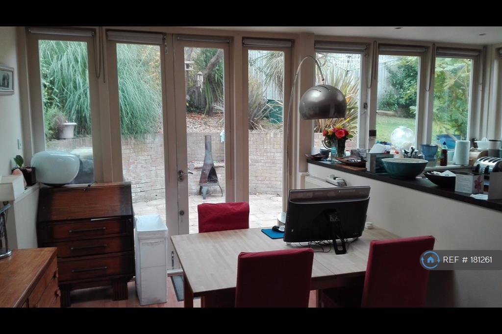 Open Plan Dining With French Doors To Garden