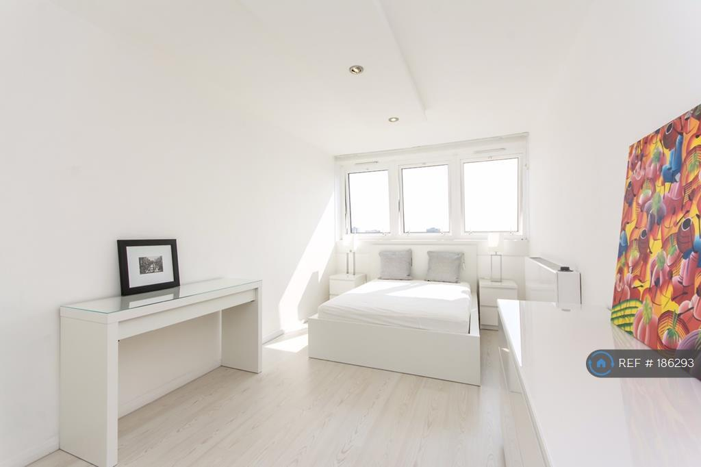 Large Double Bedroom  17 Feet !