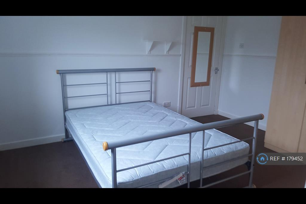 Good Sized Double Bedroom With Wardrobes