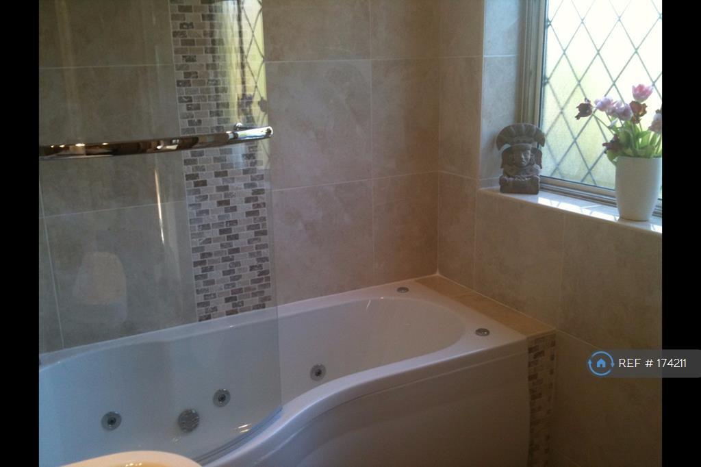 p Shaped Whirlpool Bath