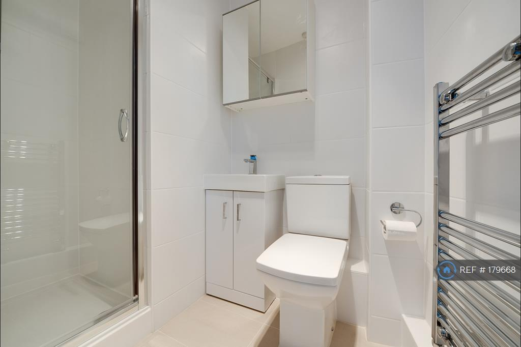 Newly Renovated En-Suite
