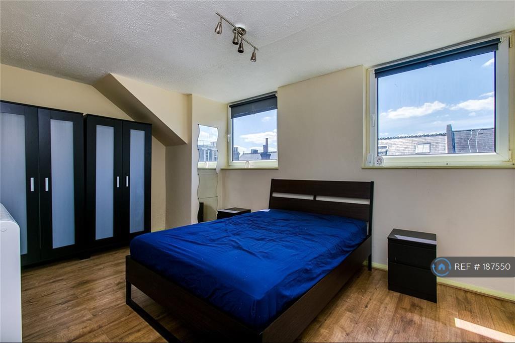 Double Bedroom Angle 1