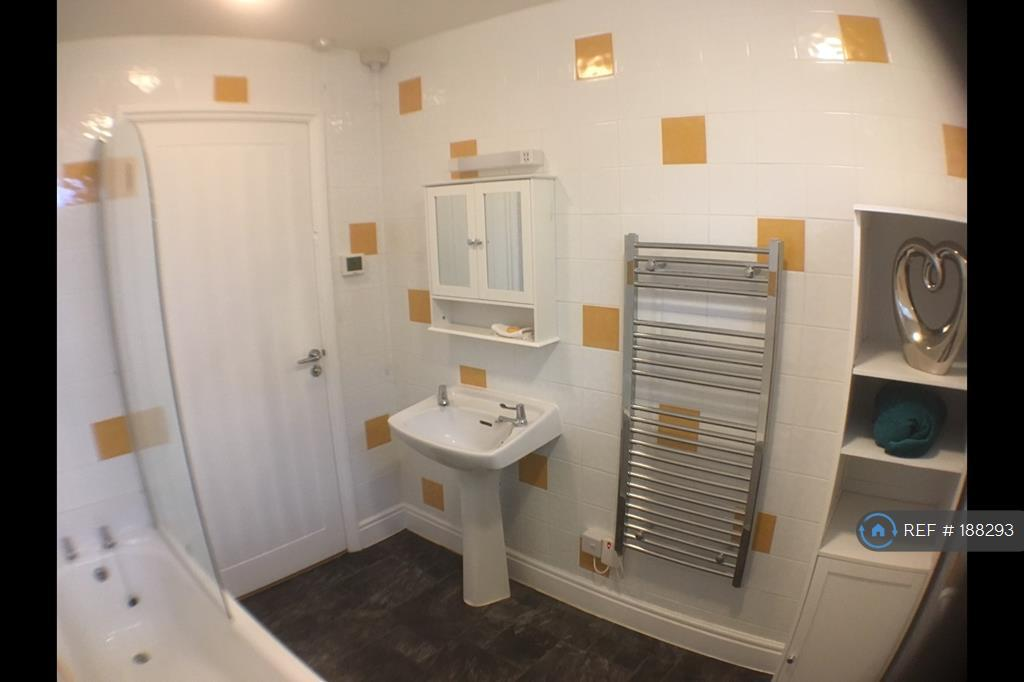 Bathroom With Programable Heated Towel Rail