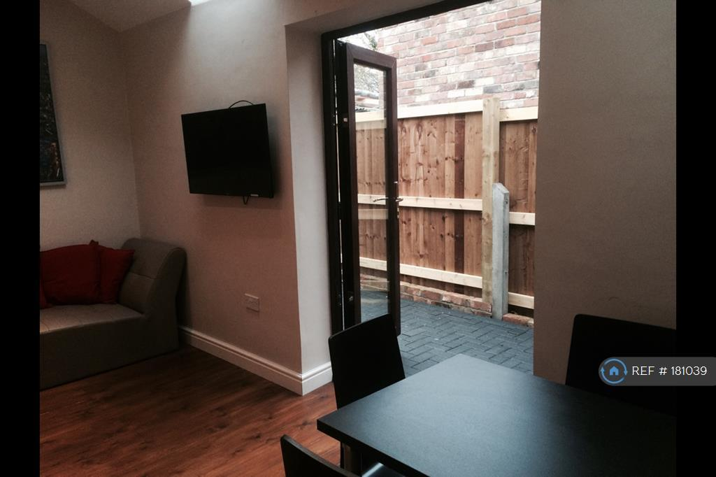 Living Room To Rear Garden