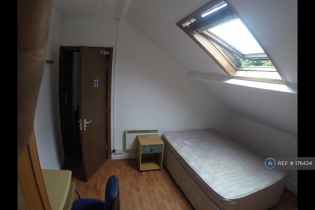 Bedroom 5 Attic (Rear)