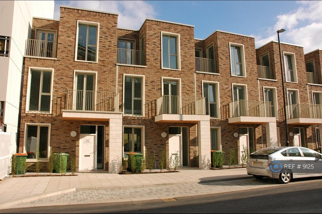 Townhouses At Royal Wharf