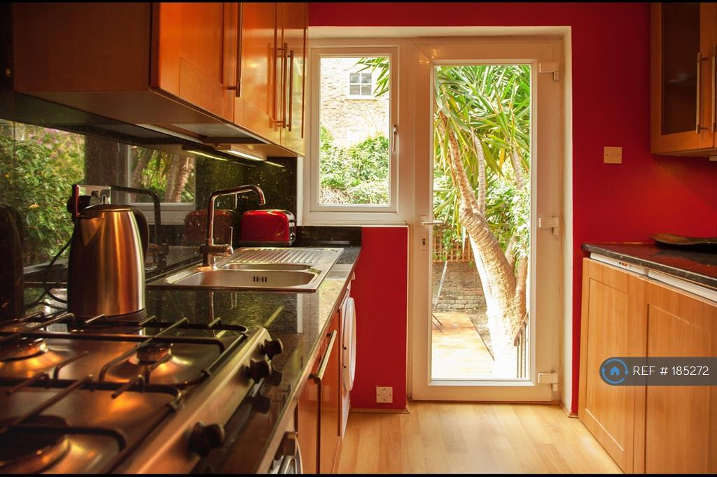Kitchen - Fridge Freezer, Gas Stove, Extractor