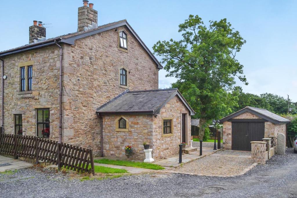 lowerclose cottage.j