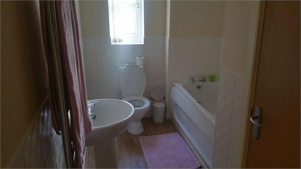 Main Bathroom Suite