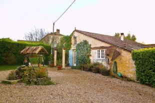 12 bed Country House for sale in Riocaud, Gironde