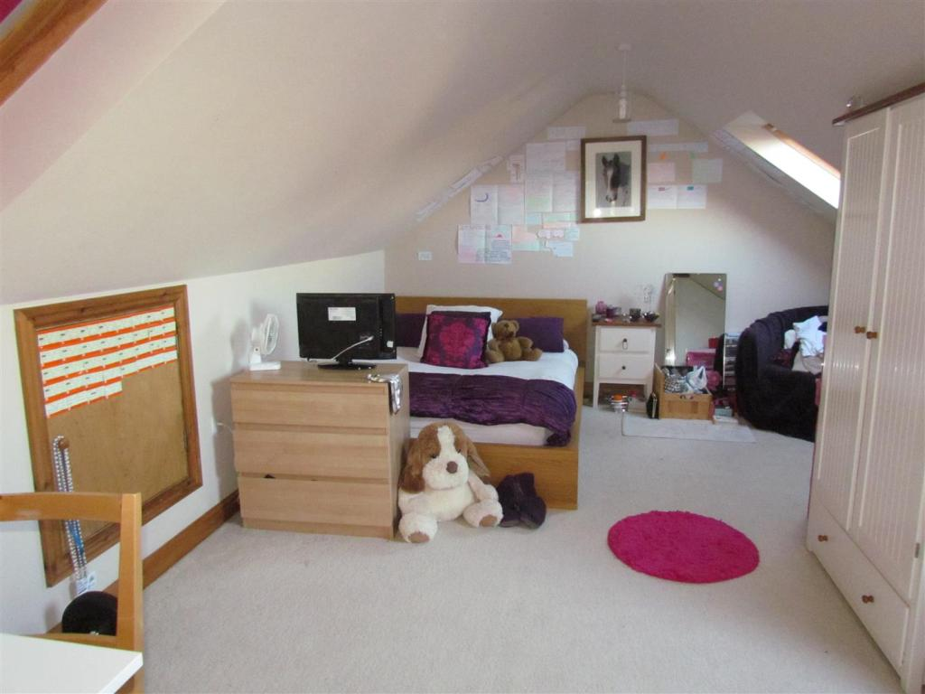 IMG_0152 bedroom 3.J