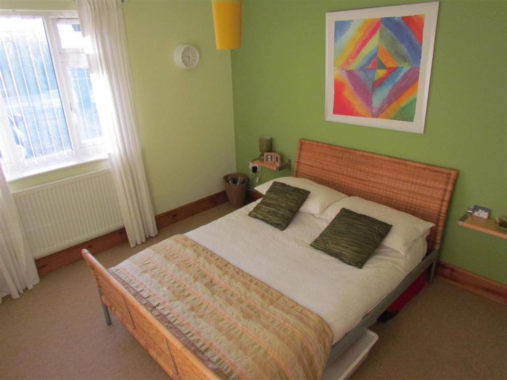 IMG_0139 bedroom 2.J