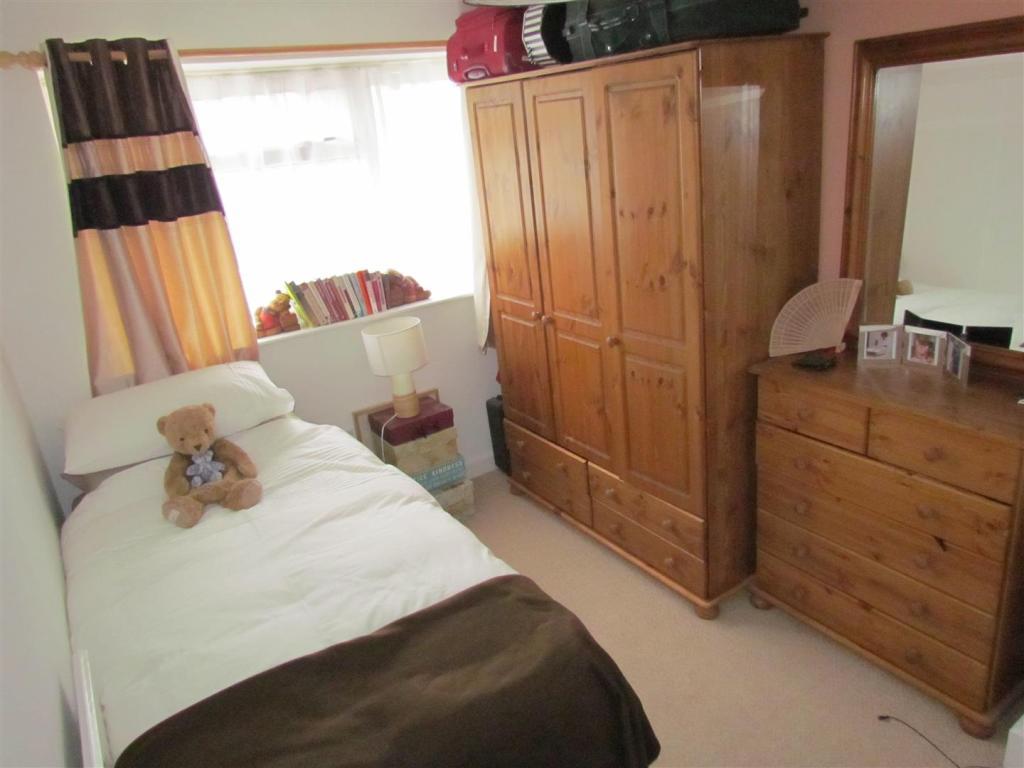 Bedroom Regina.JPG