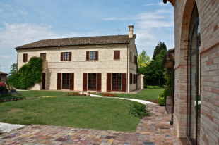 Le Marche Villa for sale