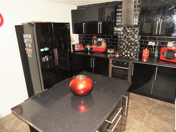 Kitchen (with