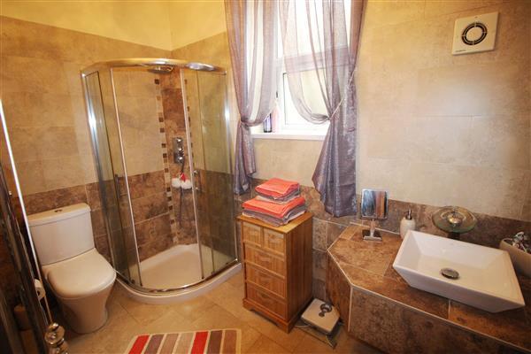 Shower room (lower
