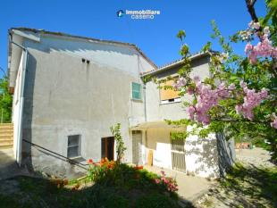 Character Property for sale in Roccaspinalveti, Chieti...