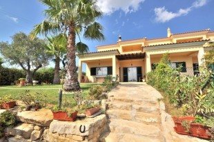 3 bed End of Terrace house in Algarve, Almancil
