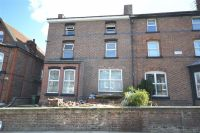 Flat to rent in Alexander Road, Oxton...
