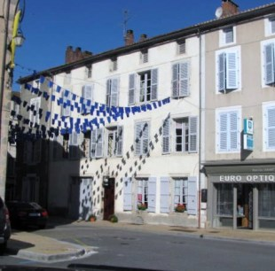 6 bedroom Town House in Poitou-Charentes...