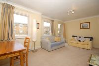 Flat to rent in Hillgate Place...