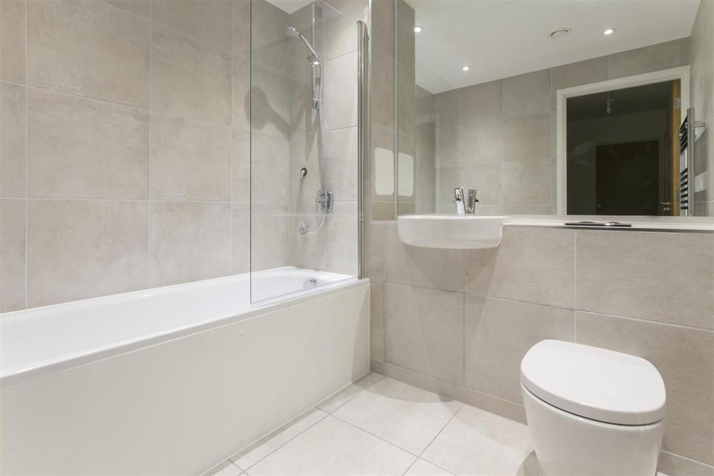 Plot 20- Bathroom.jp